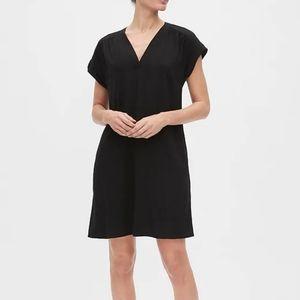 Gap black popover dress with pockets